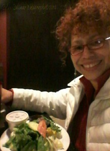 6/365: ...ginormous smile when it comes to salad! :) 6/365: ...tremenda sonrisa cuando me brindan una ensalada! :)