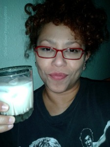 12/365: ...me...Bruce Lee...and Holly Nog! SALUD! *LMAO* :) 12/365: ...yo...Bruce Lee...y Holly Nog (conocido como Ponche Crema)! SALUD! *reindo me a carcajadas* :)