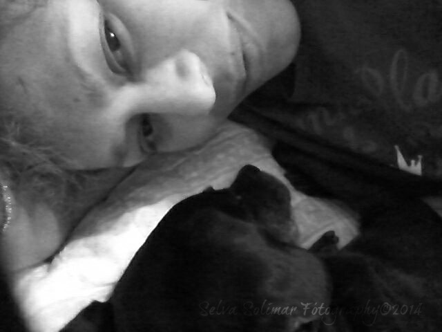 19/365: ...I love my furbabies...Mia is my widdle gurL; here we're sharing a quiet moment. :) 19/365:  ...Yo quiero mis mascotas...Mia es mi chiquita; aqui compartimos un momento tranquilo. :)