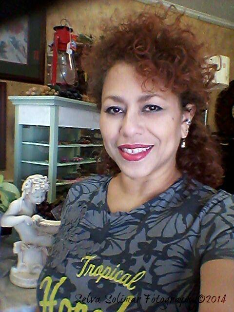 43/365: ...everyday i look more and more like my mami! :) 43/365: ...cada dia me paresco mas y mas a mi mami! :)