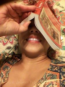 89/365: I've read so much today that my eyes are googly tired---I think I would rather sleep on my book!  89/365: ¡he leído tanto hoy que mis ojos se sienten saltones---creo que prefiero dormir en mi libro!